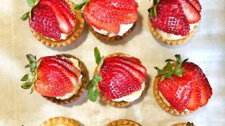 Mini Strawberry Tarts (tartelettes aux fraises)