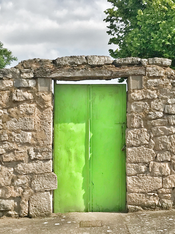 Bright green door in Hornillos del Camino Walking from Burgos to Hornillos del Camino with camino Travel Center on eatlivetravelwrite.com