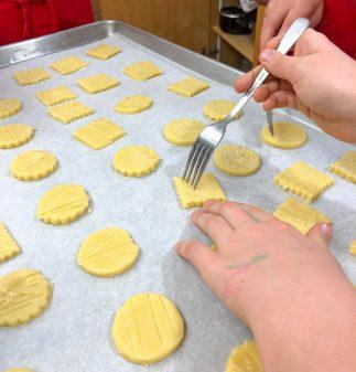 Scoring the top of sablés Bretons on eatlivetravelwrite.com