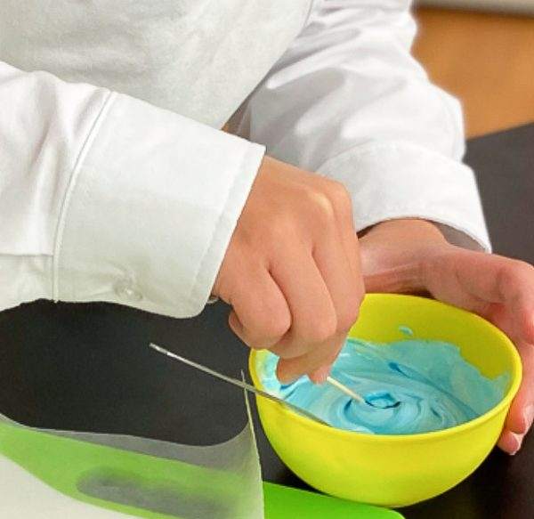 Kids mixing icing colours decorating sugar cookies with Adell Shneer on eatlivetravelwrite.com