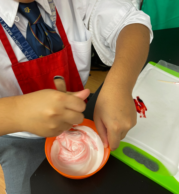 Kids mixing colours for icing decorating sugar cookies with Adell Shneer on eatlivetravelwrite.com