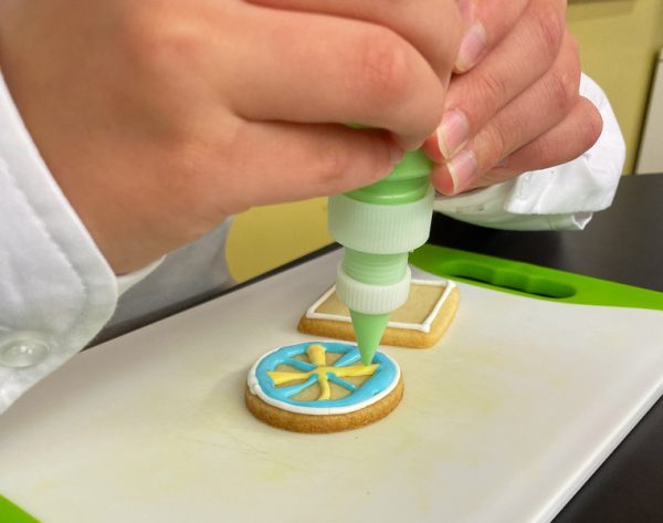 Intricate designs decorating sugar cookies with Adell Shneer on eatlivetravelwrite.com