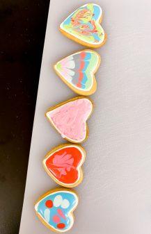 Kids decorate sugar cookies with Adell Shneer on eatalivetravelwrite.com