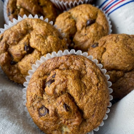 Banana chocolate chip muffin recipe on eatlivetravelwrite.com