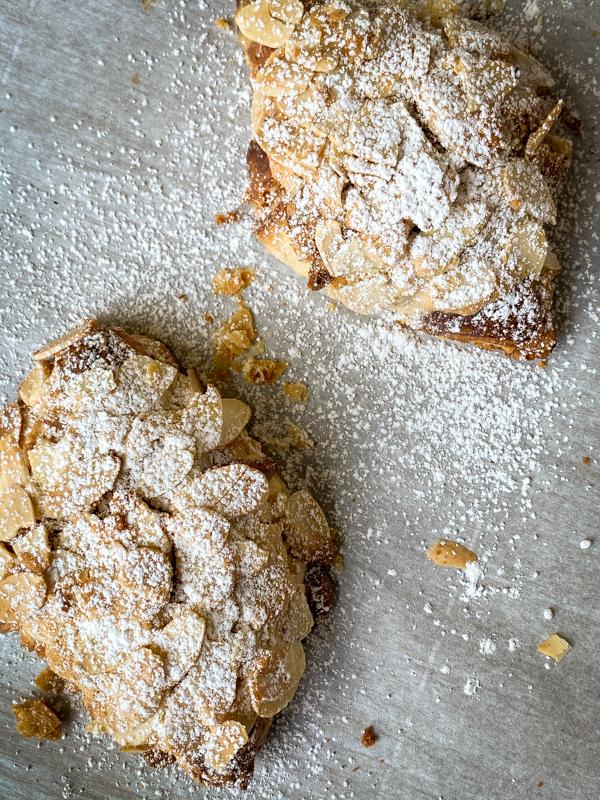 Baked almond croissants